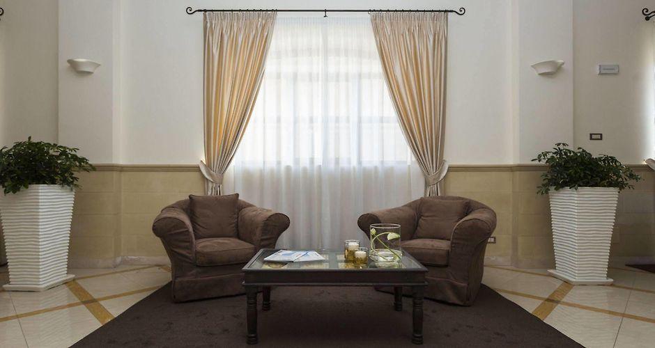 82c3f4f08894 Cavaliere Hotel Noci
